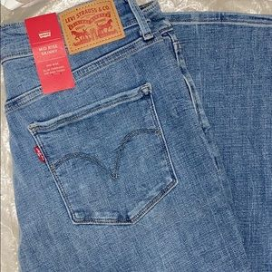 Levi's mid rise skinny jeans NWT in size 10
